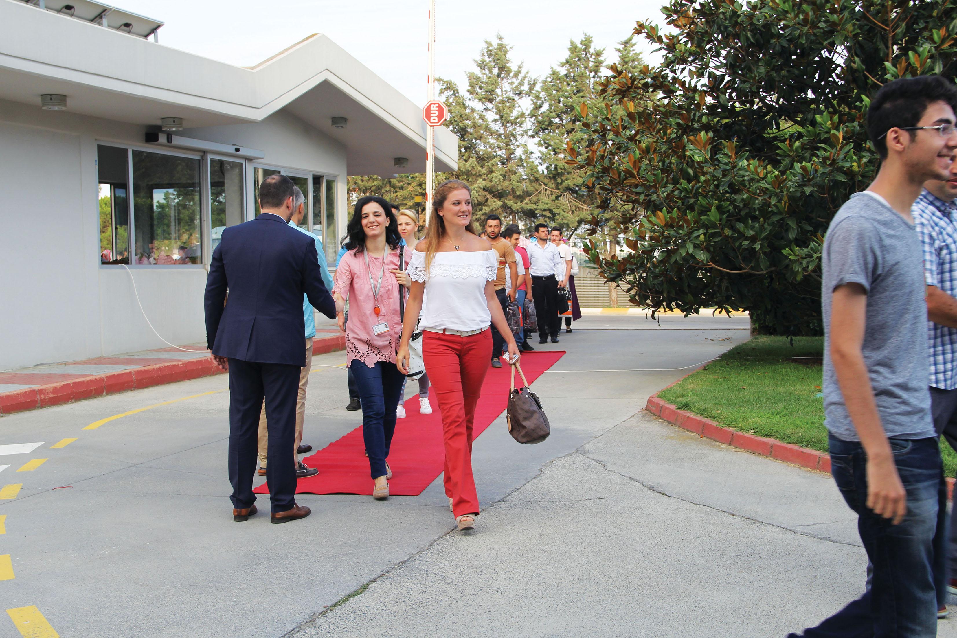 VİKO'dan çalışanlarına kırmızı halıyla karşılama