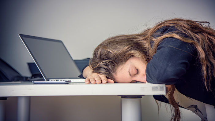 Kronik yorgunluk en çok çalışan kadınlarda görülüyor!