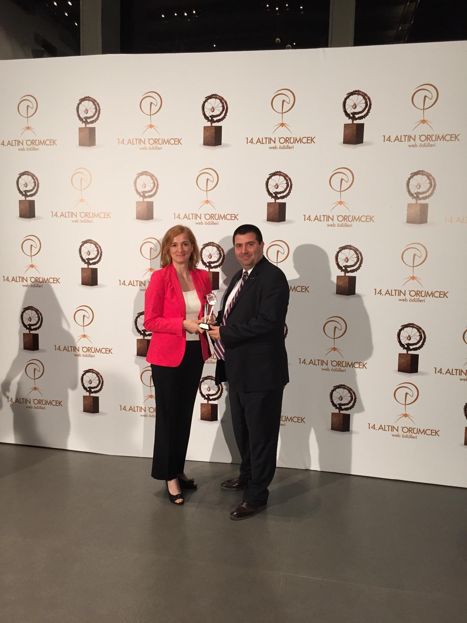 """Yenibiris.com Altın Örümcek'te """"Halkın Favorisi"""" ödülünü aldı"""