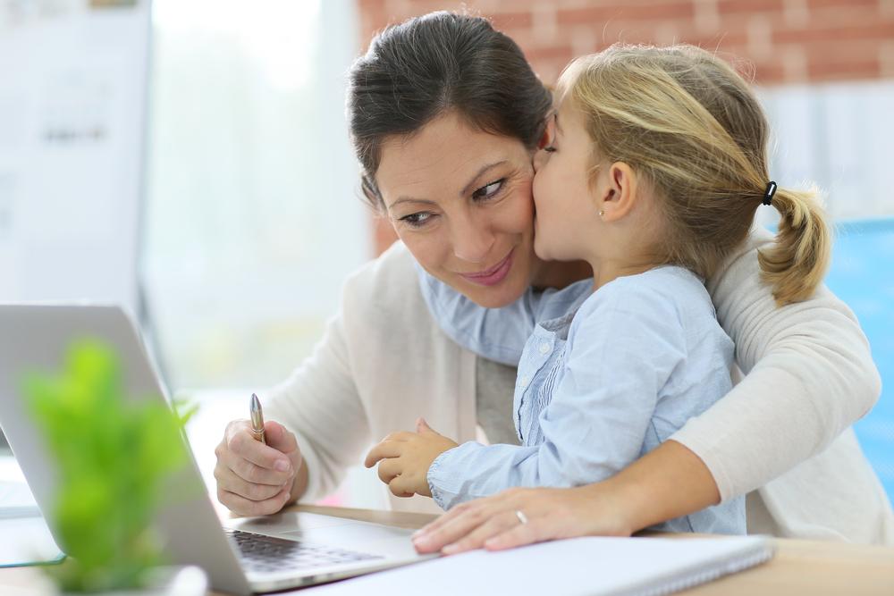 Doğumdan sonra işe ara veren kadınlar tekrar iş bulmakta zorlanıyor